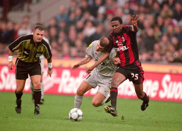 21 Oct 2000:  Roque Junior of AC Milan battles with Zinedine Zidane of Juventus during the Italian Serie A game played at the San Siro Stadium in Milan, Italy. The game ended in a 2-2 draw.  Mandatory Credit: Claudio Villa /Allsport