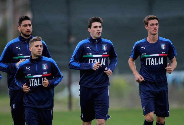 (L-R) Gianluigi Donnarumma, Federico Ricci, Alessio Romagnoli and Daniele Rugani of Italy in action during the Italy U21 training session. (Photo by Paolo Bruno/Getty Images)
