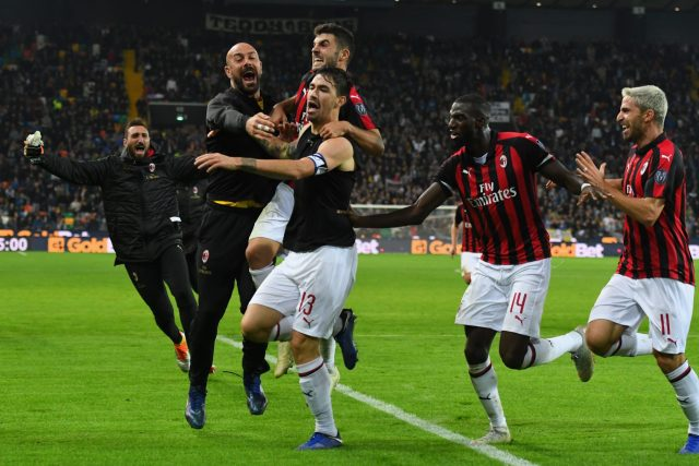 UDINE, ITALY - NOVEMBER 04: Alessio Romagnoli of AC Milan celebrates after scoring the opening goal during the Serie A match between Udinese and AC Milan at Stadio Friuli on November 4, 2018 in Udine, Italy. (Photo by Alessandro Sabattini/Getty Images)