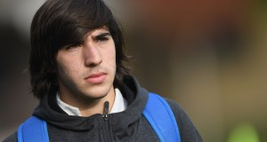 FLORENCE, ITALY - NOVEMBER 13: Sandro Tonali of Italy looks on before training session at Centro Tecnico Federale di Coverciano on November 13, 2018 in Florence, Italy. (Photo by Claudio Villa/Getty Images)