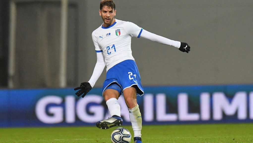 REGGIO NELL'EMILIA, ITALY - NOVEMBER 19: Manuel Locatelli of Italy U21 in action during the International friendly match between Italy U21 and Germany U21 on November 19, 2018 in Reggio nell'Emilia, Italy. (Photo by Alessandro Sabattini/Getty Images)
