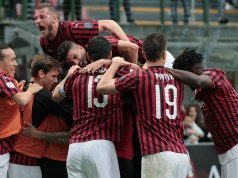 MILAN, ITALY - MAY 19: Fernandez Suso of AC Milan celebrates his goal with his team-mates during the Serie A match between AC Milan and Frosinone Calcio at Stadio Giuseppe Meazza on May 19, 2019 in Milan, Italy. (Photo by Emilio Andreoli/Getty Images)