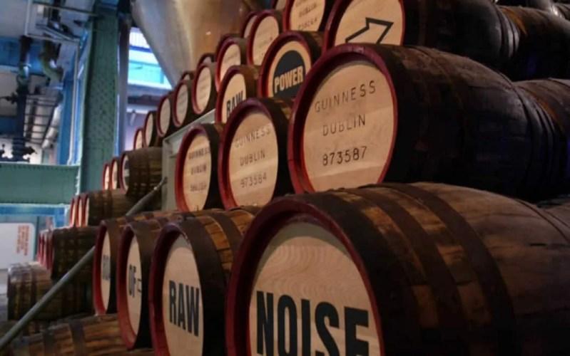 Botti alla fabbrica della Guinness alla Guinness Storehouse