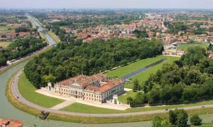 Vista dall'alto di Villa Pisani, la Regina del Brenta