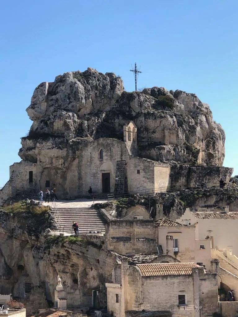 Chiesa rupestre scavata nella roccia dei Sassi di Matera
