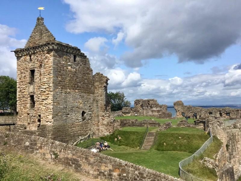 paesaggio scozzese con nuvole