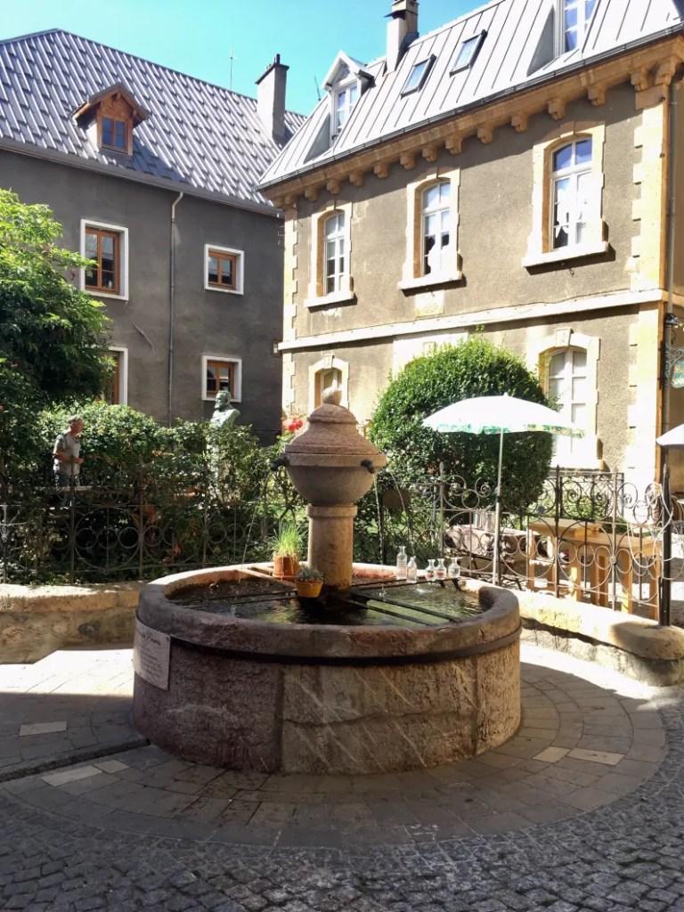 Fontana di Briançon nella parte bassa della città