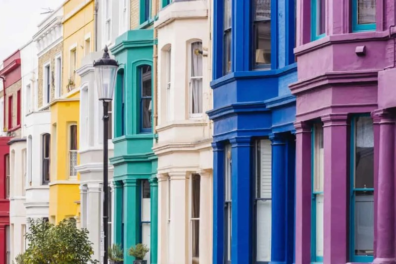 notting hill quartiere di londra con case colorate