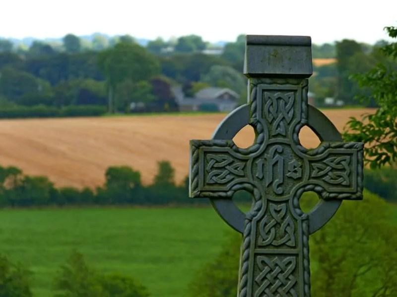 Una croce celtica