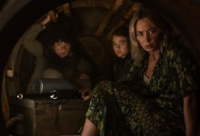"""L-r, Marcus (Noah Jupe), Regan (Millicent Simmonds), and Evelyn (Emily Blunt) brave the unknown in """"A Quiet Place Part II."""" (Credito: Deadline)"""