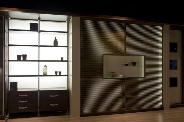 Modernistyczna szafa w salonie Senator d