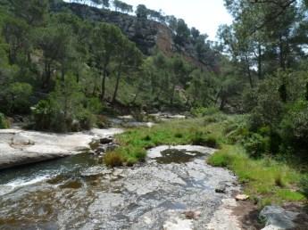 Travessant riu Llastres