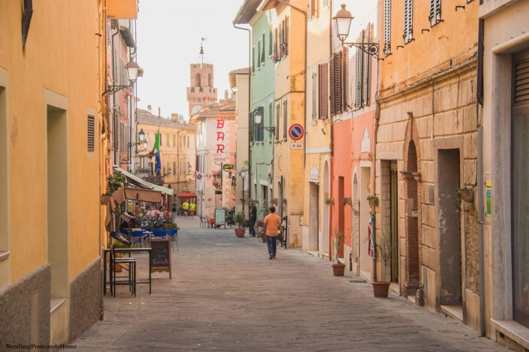 Road trip in Tuscany, Asciano, Italy - Street view, Travel blog 1