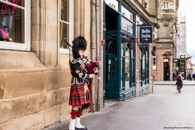 5 amazing things to do in Edinburgh, Bagpiper, The Royal Mile, Scotland, UK - Travel Blog 5