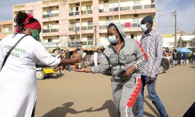 «Celui qui doit être malade va tomber malade» : face au Covid-19, le Sénégal a du mal à faire appliquer les consignes sanitaires