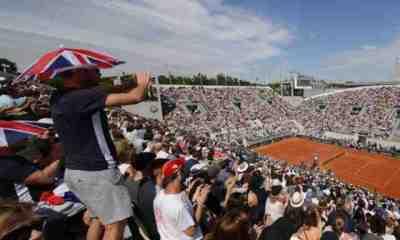Roland-Garros mise sur un report d'une semaine