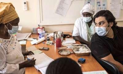 Covid-19: au Sénégal, les réticences face au vaccin font le bonheur des plus pressés