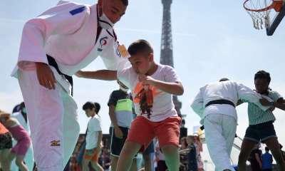 Paris 2024 : Emmanuel Macron veut construire 5 000 terrains de sport de proximité avant les JO