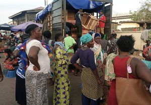 These market women don't seem to be aware of the education on physical distancing