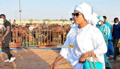 Madinatoul Salam : Sokhna Aïda Diallo visite le bétail destiné au Thiante du 17 avril (Photos)