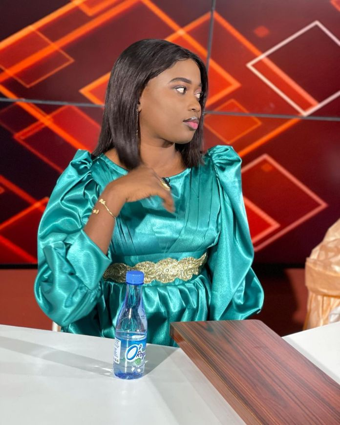 (07 Photos) – La journaliste Astou Dione de la 2stv se dévoile