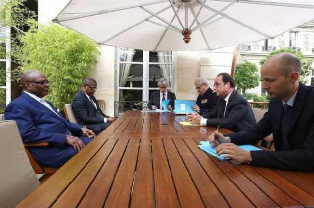 Le président malien à l'Elysée : L'image qui a choqué les Maliens
