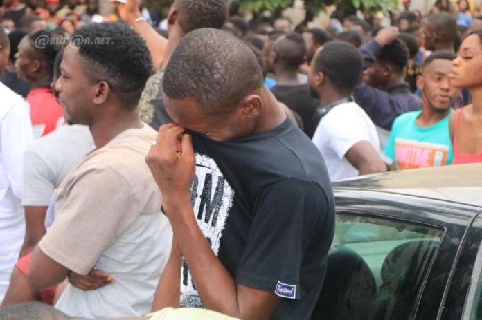 rip05 - Décès de Arafat Dj : Mobilisation de ses fans devant l'hôpital (Photos)