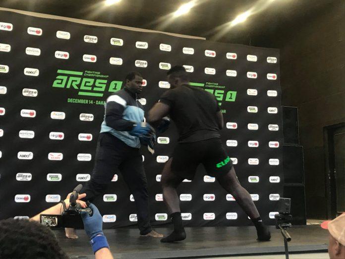 78709062 2387128911398693 6212359353995886592 n scaled - MMA : Reug Reug et son adversaire Sofiane, présentés au public (13 Photos)