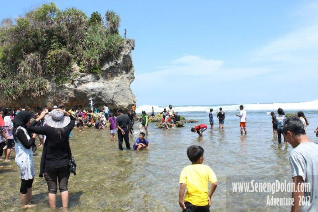 Suasana Pantai Indrayanti Ramai Pengunjung