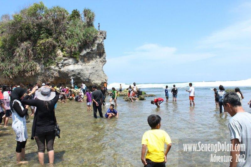 Pantai Indrayanti Ramai Pengunjung