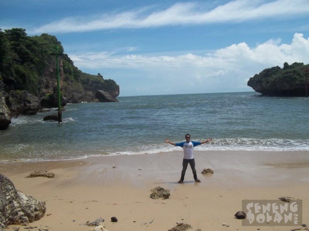 Menikmati Pantai Gesing Gunungkidul