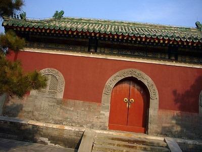 山門の中が睿親王府と普度寺関連の展示室です