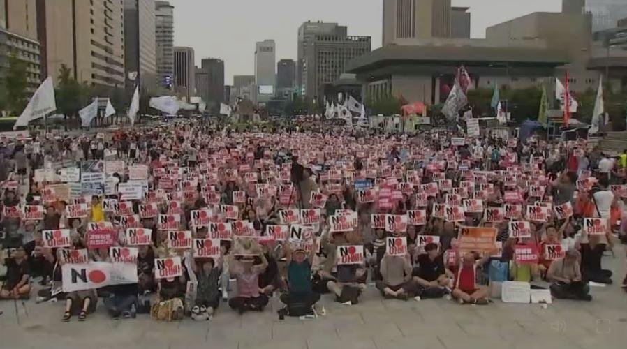 韓国で安倍政権を批判する運動が盛り上がる(映像'19 より)