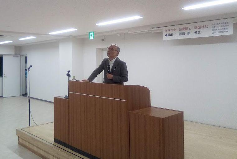 講演する纐纈厚氏(明治大学特任教授)