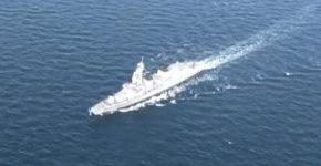 空撮:横須賀沖を航行する海上自衛隊の護衛艦「たかなみ」