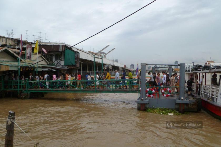 Przystanek komunikacji rzecznej w Bangkoku
