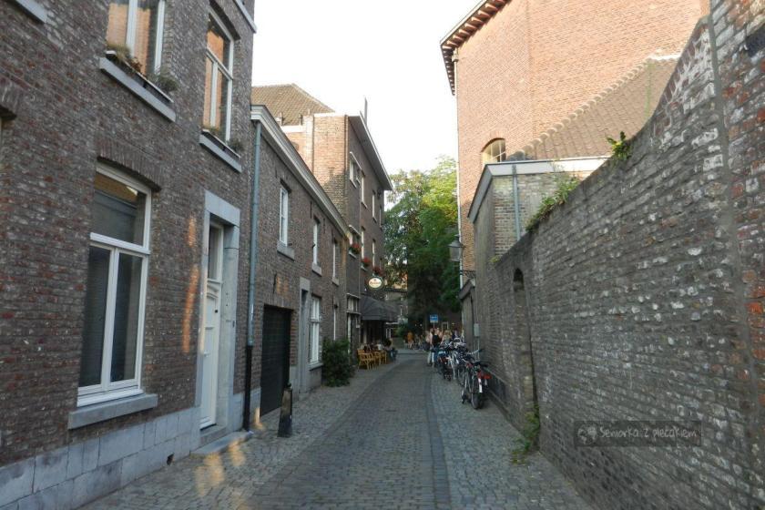 Uliczka w Maastricht w Holandii