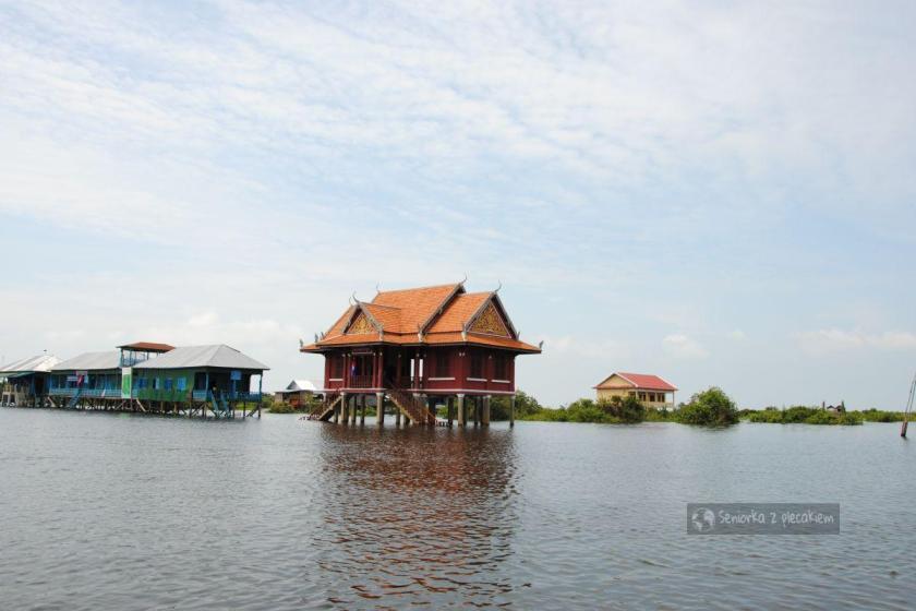 szkoła na jeziorze Tonle Sap