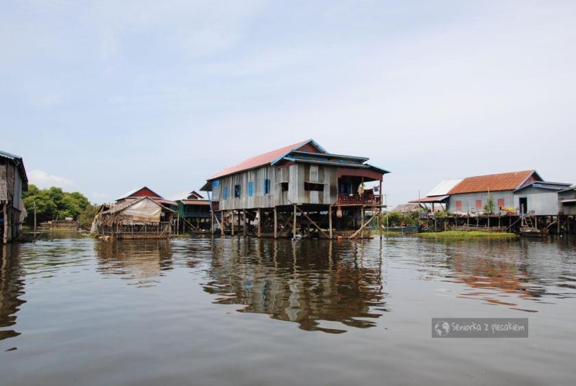 Wioska na palach na jeziorze Tonle Sap
