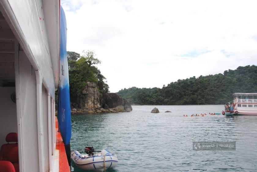 Pływanie w trakcie rejsu w pobliżu Ko Chang
