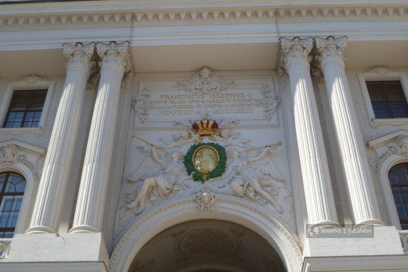 Brama wjazdowa do pałacu Hofburg