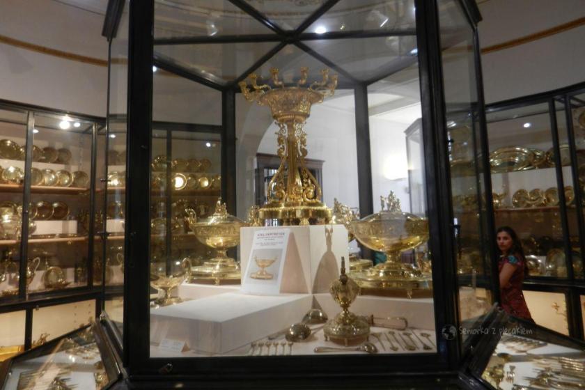 Kolekcje złotych i srebrnych naczyń w Hofburgu