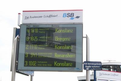 Tablica odjazdów statków po jeziorze Bodeńskim w Friedrichshafen