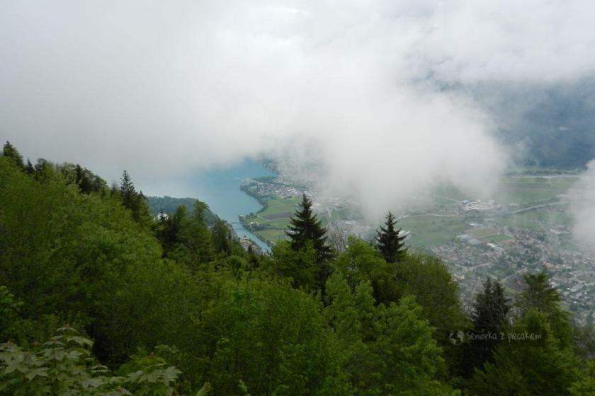 Widok na Interlaken we mgle