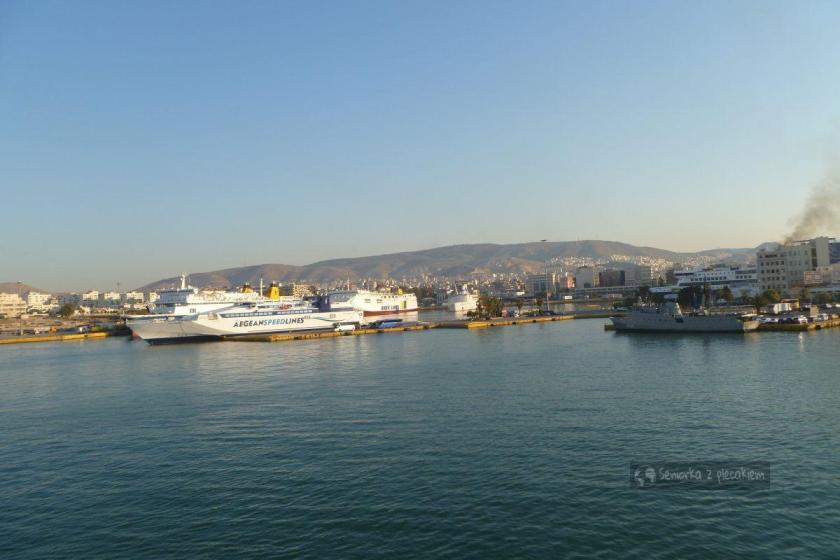 Port w Pireusie o poranku