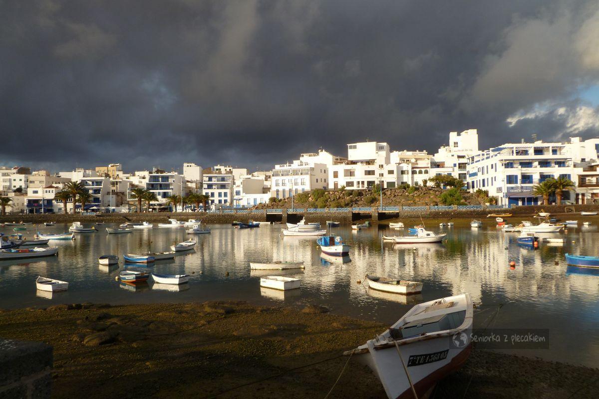 Lanzarote - domy w lawie