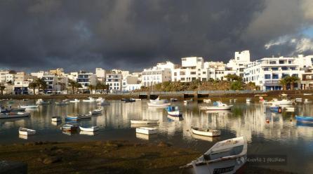 Domy w lawie. Lanzarote
