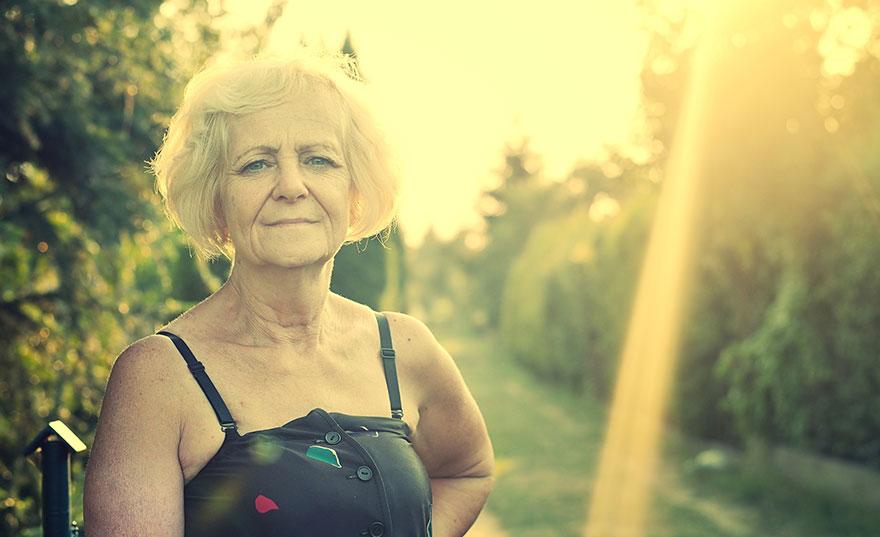 senior-women-alone