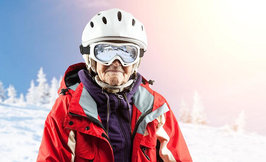 senior-woman-skiing