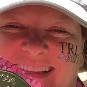 first woman triathlon finisher medal for Liz Lawson